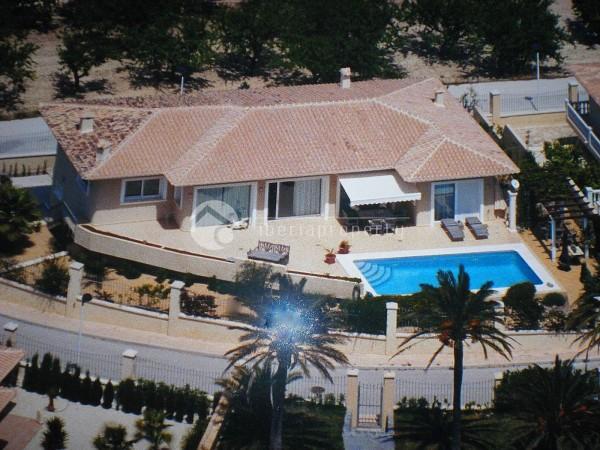 Modern_villa_in_Moraira_(2).jpg