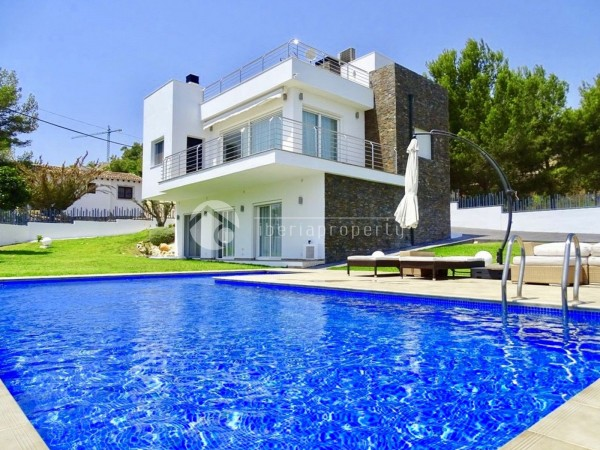 Villa_for_sale_in_Moraira_(1).jpg