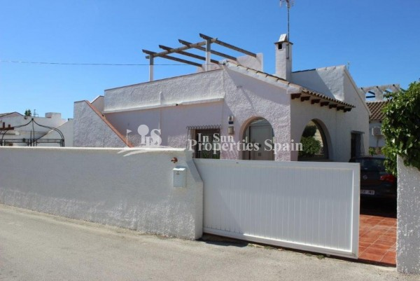 1_Detached_villa_for_sale_close_to_Villamartin_Golf.jpg